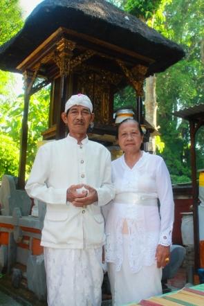 Pose Ayah dan Ibu