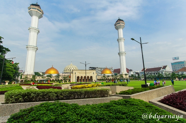 Di Salah Satu Sudut Masjid Raya Bandung
